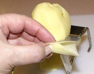 Potatoes Gratin #5 (Slicing the Potatoes)