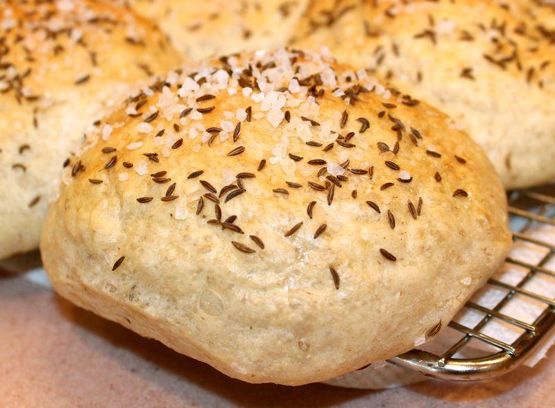 How do you make kimmelweck rolls