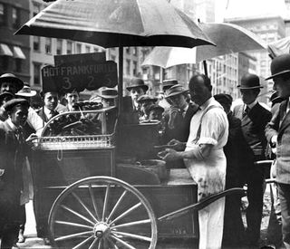 1910-hot-dog-cart